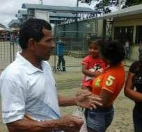 GUAYAQUIL, Ecuador.- Francisco S. se reencontró con su familia tras permanece casi tres meses en prisión. Foto: Ramón Vergara / Ecuavisa