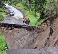El colapso de esta carretera se produjo por un deslizamiento de tierra en la zona. Foto: Secretaría de Gestión de Riesgos