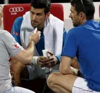 Novak Djokovic se retiró del torneo de Dubai por una molestia en el ojo.