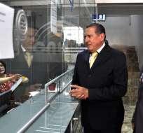 Entrega de firmas al Consejo Nacional Electoral por parte de Wilson Sánchez Castello, representante de la lista Adelante Ecuatoriano Adelante. APIFOTO/Diana Cevallos