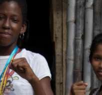 Diangy Valencia y Katherine Briones, campeonas de box y alumnas del 'Destructor' Preciado en la isla Trinitaria. Foto: Efraín Castellanos
