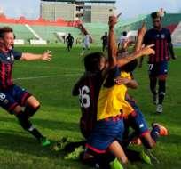 QUITO, Ecuador.- Los jugadores del Deportivo Quito jugaron ante Colón pese a todos los problemas. Foto: API.