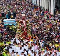 GUAYAQUIL, Ecuador.- Una persona falleció en procesión de Cristo del Consuelo. FOTO API