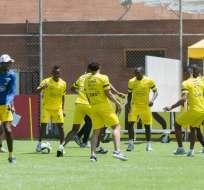 La selección ecuatoriana de fútbol trabajó el Viernes Santo pensando en el partido del martes ante Colombia.