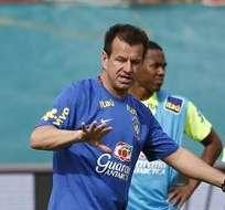 RÍO DE JANEIRO, Brasil.- Dunga no logra darle un juego armónico a Brasil.