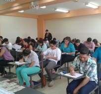 """ECUADOR.- Los alumnos se someten hoy al """"Examen de Habilitación para el Ejercicio Profesional"""". Foto: Ceaaces"""