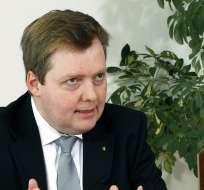 ISLANDIA.- Sigmundur David Gunnlaugsson abandonó la entrevista cuando le consultaron su vinculación.