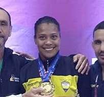 La luchadora Lisette Antes (c) obtuvo medalla de oro en el clasificatorio de Mongolia.