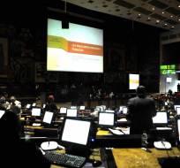 QUITO, Ecuador.- El impuesto a la salida de divisas y a bebidas gaseosas y alcohólicas se definiría hoy en el pleno legislativo. Foto: API