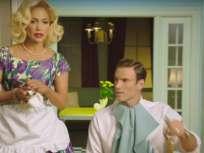"""MIAMI, EE.UU.- """"Trátame bien, no como a una criada. Los hombres tienen la tendencia de tratarte al principio como una reina y después van preguntando '¿Dónde está la comida?', refiere J.Lo en su video."""