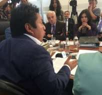 El oficialista Fausto Cayambe denunció la salida de 30.000 millones de dólares a paraísos fiscales. Foto: @panchogarces