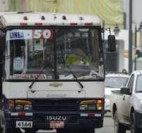 GUAYAQUIL, Ecuador.- La asociación argumenta que no es prioritario gastar USD 6,2 millones en el proceso de consulta popular que defina un alza de pasajes en transporte urbano. Foto: Archivo.