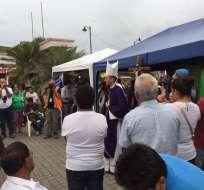 PEDERNALES, Ecuador.- Con una misa, los habitantes de Pedernales recordaron un mes del paso del terremoto. Foto: Patricio Díaz / Ecuavisa