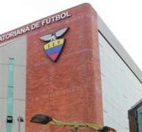 GUAYAQUIL, Ecuador.- En la sede de la FEF se trata de buscar solución a la grave crisis económica del fútbol nacional.