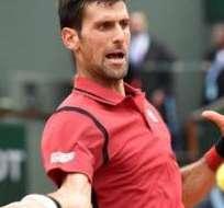 Novak Djokovic superó los octavos de final de Roland Garros jugando en dos días debido a la lluvia.