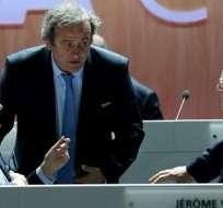 Joseph Blatter (i) y sus más cercanos colaboradores se habrían repartido 80 millones de dólares.
