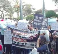 """LOJA.-  """"Mientras ellos no tengan voz, no dejarás de escuchar la mía"""", exigía una de las pancartas que sostenían los manifestantes. Foto: Twitter Rescate Animal Ec."""