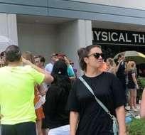 Cientos de personas han hecho cola para donar sangre en los centros especializados de Orlando.