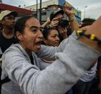 Residentes de un barrio de Caracas, durante una protesta el martes 14 de junio. Foto: AFP