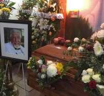 Vista del velorio del recordado profesor Jirafales en una funeraria en Puerto Vallarta, México. Foto: @Notimex