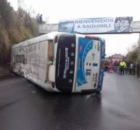 COTOPAXI, Ecuador.- Personal del Servicio de Investigación de Accidentes de Tránsito se encuentra en el lugar e investiga las causas del accidente. Foto: Cotopaxi Noticias