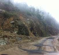 Los deslizamientos de tierra dejaron varios vehículos atrapados en la zona Tinajillas. Foto: Twitter / Fernando Figueroa