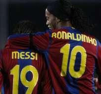 LIMA, Perú.- Ronaldinho fue compañero de Messi en el FC Barcelona.