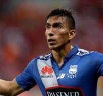 Ángel Mena podría jugar en el exterior. Santos Laguna estaría interesado en él.