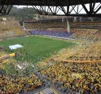 El estadio Monumental sufrió desmanes por parte de los hinchas de Liga de Quito.
