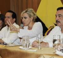 El alcalde de Guayaquil, Jaime Nebot (d), durante una rueda de prensa en la que Cynthia Viteri habla de su precandidatura. Foto: Archivo de API