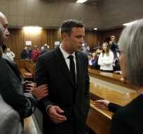 Oscar Pistorius es condenado a seis años de prisión por el asesinato de su novia.
