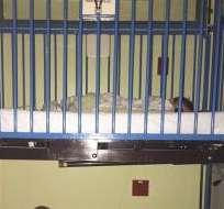 El padre durmió bajo la cuna de su hijo afectado por el asma en el hospital.