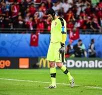 El portero checo, Peter Cech, renunció a la selección de su país tras disputar la última Eurocopa.
