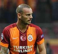 ESTAMBUL, Turquía.- El jugador holandés ha recibico el apoyo de los aficionados.