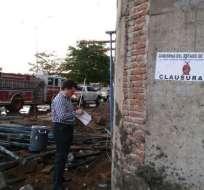 SINALOA, México.- El accidente ocurrió cuando se realizaban trabajos para colar un arco, pero la estructura no resistió y colapsó. Foto: Debate.
