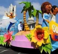 Juan y Juanita Pueblo abrieron el desfile 'Guayaquil es mi destino en sus fiestas patronales' por los 481 años de fundación de Guayaquil organizado por el Municipio de la ciudad. Foto: API