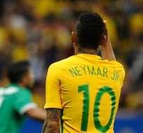 RÍO DE JANEIRO, Brasil.- Neymar no encuentra la ruta el gol con Brasil. Foto: EFE.