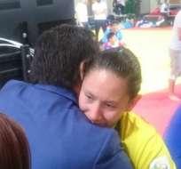 RÍO DE JANEIRO, Brasil.- García recibe el apoyo de la delegación ecuatoriana tras su combate.