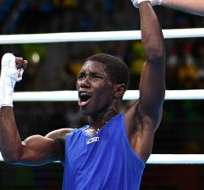 RÍO DE JANEIRO, Brasil.- El boxeador colombiano aseguró una medalla de plata y va por el oro. Foto: AFP.