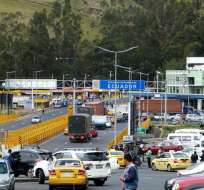 Alrededor de 40.000 vehículos de ecuatorianos cruzaron la frontera durante el feriado. Foto: Referencial