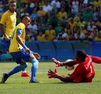 RÍO DE JANEIRO, Brasil.- Neymar definiendo ante Honduras. Foto: EFE.