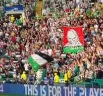 GLASGOW, Escocia.- La afición del Celtic mostrando las banderas palestinas.