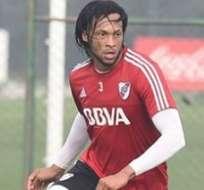 Arturo Mina estaría en el once titular de River Plate para visitar a Santa Fe.