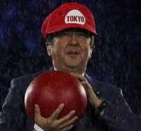 """RÍO DE JANEIRO, Brasil.- Shinzo Abe """"cruzó"""" el mundo simbólicamente a través de canales y tuberías. Foto: EFE"""