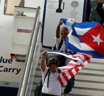 Santa Clara, CUBA.- Un vuelo histórico, nostálgico y lleno de gritos de alegría vivieron los 150 pasajeros del primer trayecto comercial de EE.UU. a Cuba. Foto: EFE
