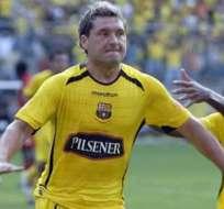 Rolando Zárate pide medio millón de dólares para firmar un acuerdo con Barcelona.