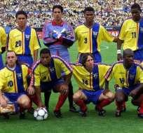 Jaime Kaviedes (abajo: esquina izquierda) formó parte de la selección que clasificó a Ecuador por primera vez a un mundial. Foto: Tomada de la página andes.info.ec
