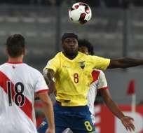 Felipe Caicedo (c.) jugó los dos partidos de eliminatorias con Ecuador. Foto: AFP
