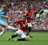 Antonio Valencia (d.) fue ttular y jugó todo el partido. Foto: AFP