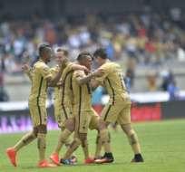 Fidel Martínez (i.) dio asistencia para el primer gol de Pumas. Foto: AFP